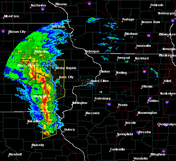 Radar Image for Severe Thunderstorms near North English, IA at 11/11/2015 4:51 PM CST