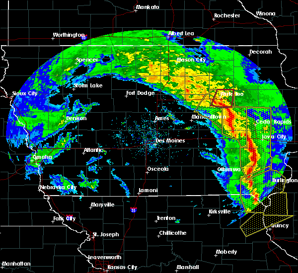 Radar Image for Severe Thunderstorms near Hudson, IA at 11/11/2015 5:05 PM CST