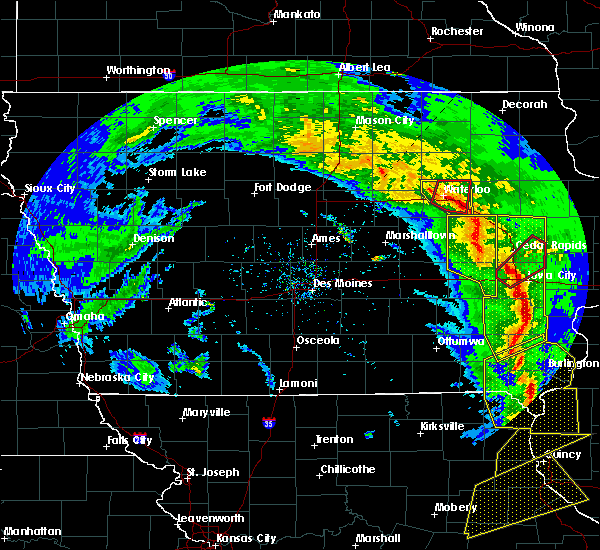 Radar Image for Severe Thunderstorms near Janesville, IA at 11/11/2015 5:13 PM CST