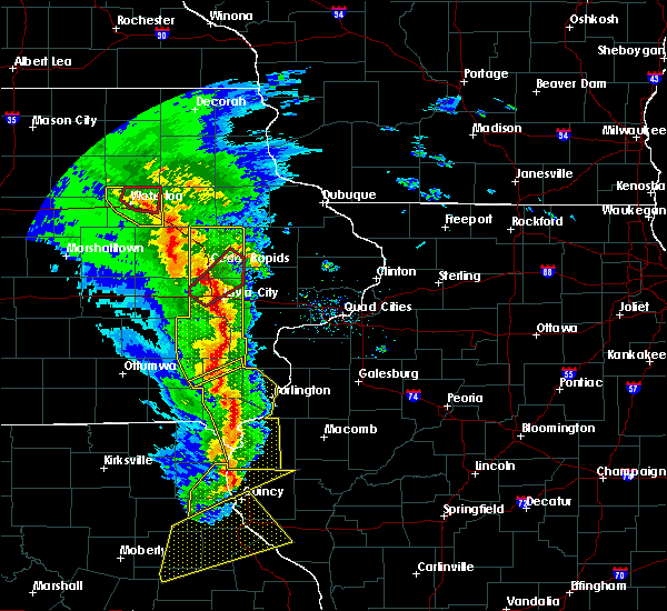 Radar Image for Severe Thunderstorms near Warsaw, IL at 11/11/2015 5:21 PM CST