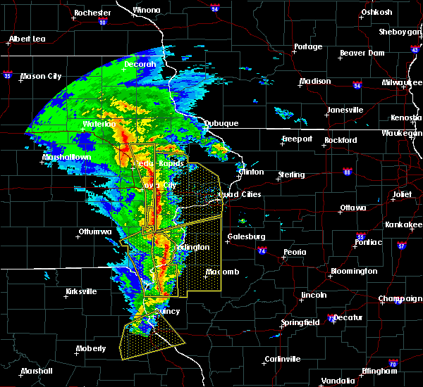 Radar Image for Severe Thunderstorms near Iowa City, IA at 11/11/2015 5:37 PM CST