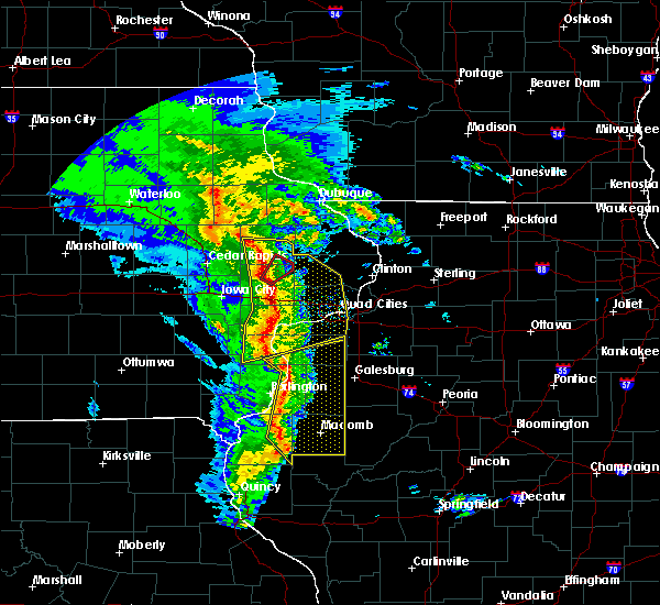 Radar Image for Severe Thunderstorms near Bettendorf, IA at 11/11/2015 5:50 PM CST