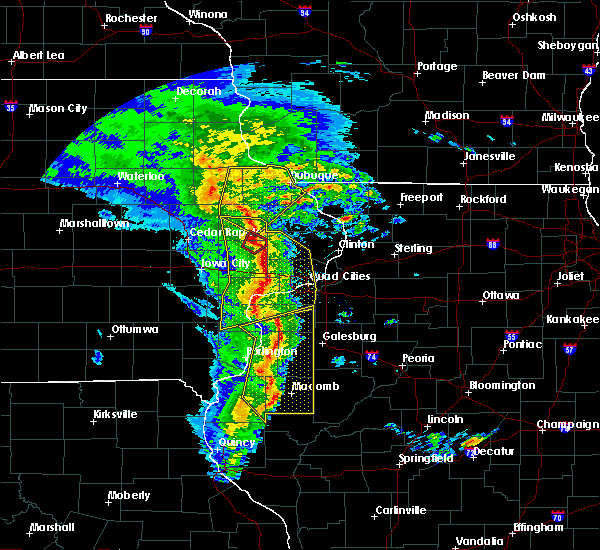 Radar Image for Severe Thunderstorms near Monticello, IA at 11/11/2015 6:01 PM CST