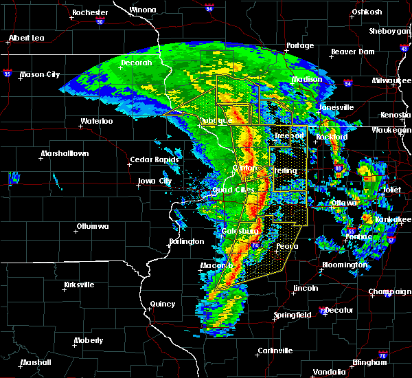 Radar Image for Severe Thunderstorms near Rockford, IL at 11/11/2015 7:08 PM CST