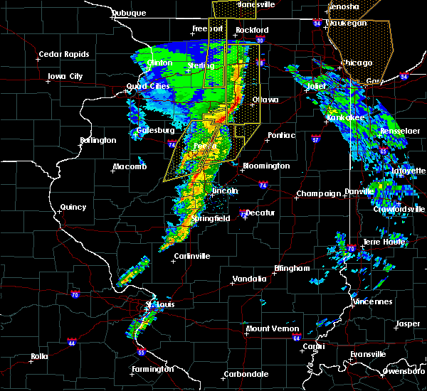 Radar Image for Severe Thunderstorms near Streator, IL at 11/11/2015 7:59 PM CST