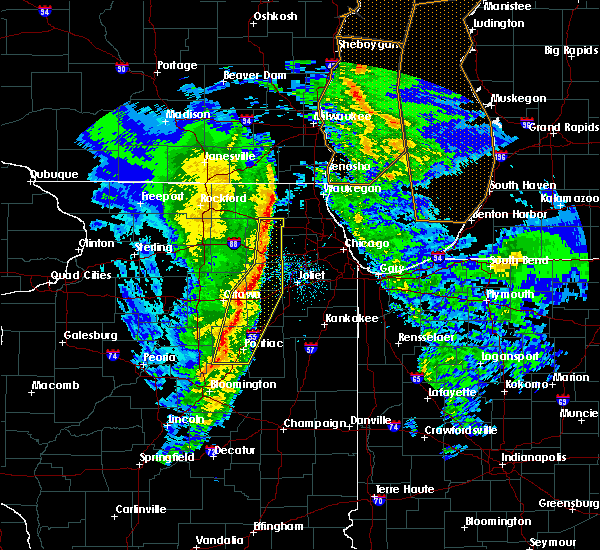 Radar Image for Severe Thunderstorms near Cornell, IL at 11/11/2015 8:47 PM CST