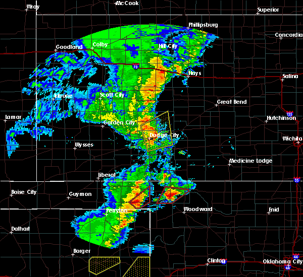 Radar Image for Severe Thunderstorms near Jetmore, KS at 11/16/2015 9:39 PM CST