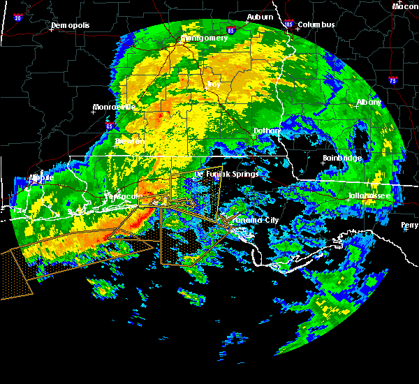 Radar Image for Severe Thunderstorms near Ponce de Leon, FL at 12/22/2015 1:00 AM CST