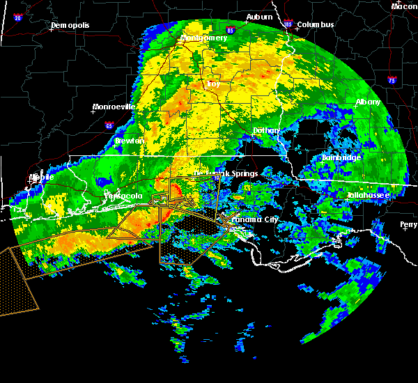 Radar Image for Severe Thunderstorms near Ponce de Leon, FL at 12/22/2015 1:25 AM CST