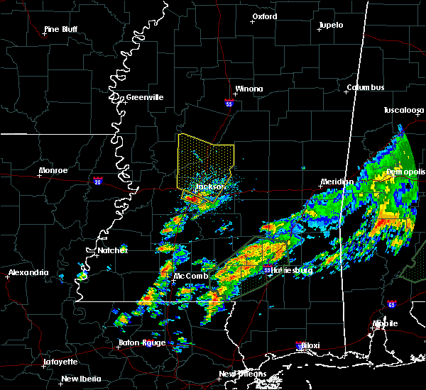 Radar Image for Severe Thunderstorms near Eden, MS at 12/24/2015 4:32 PM CST