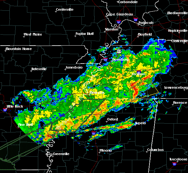 Radar Image for Severe Thunderstorms near Savannah, TN at 12/25/2015 3:53 AM CST