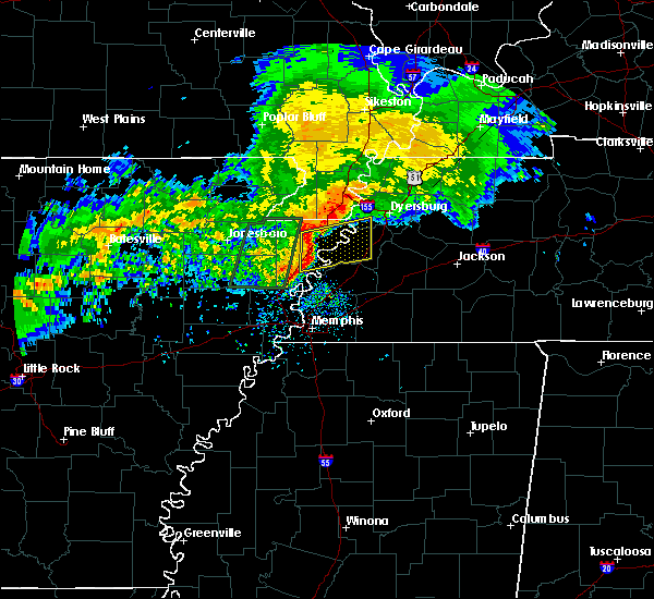 Radar Image for Severe Thunderstorms near Blytheville, AR at 12/26/2015 8:32 AM CST