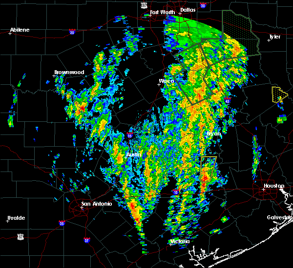 Radar Image for Severe Thunderstorms near Brenham, TX at 12/27/2015 10:12 AM CST