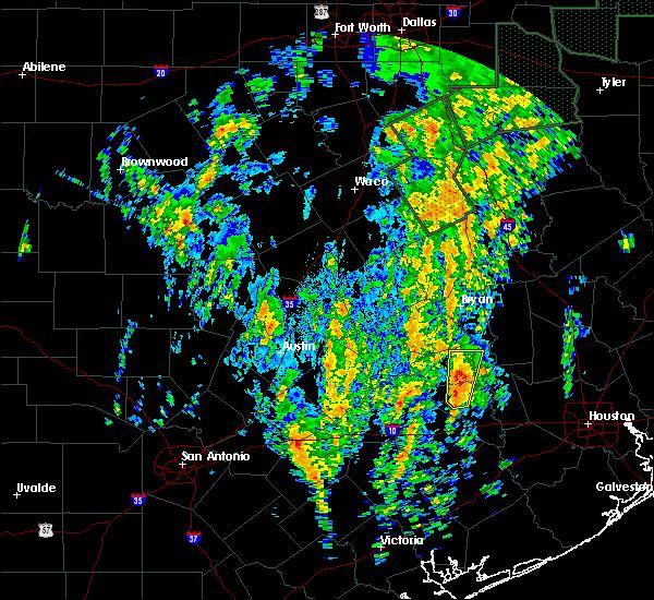 Radar Image for Severe Thunderstorms near Brenham, TX at 12/27/2015 10:27 AM CST