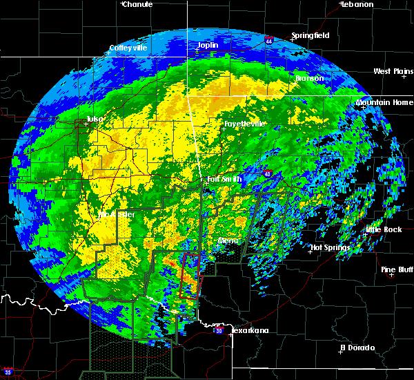 Radar Image for Severe Thunderstorms near Smithville, OK at 12/27/2015 11:23 AM CST