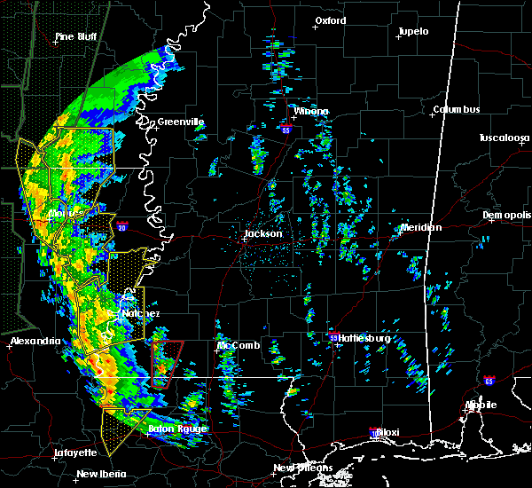 Radar Image for Severe Thunderstorms near Vidalia, LA at 12/28/2015 1:48 AM CST
