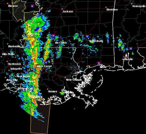 Radar Image for Severe Thunderstorms near Baton Rouge, LA at 12/28/2015 2:25 AM CST