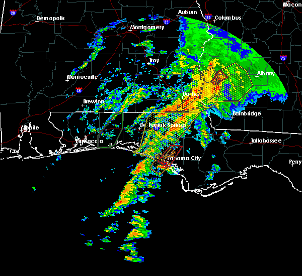 Radar Image for Severe Thunderstorms near Lynn Haven, FL at 2/23/2016 11:26 PM CST