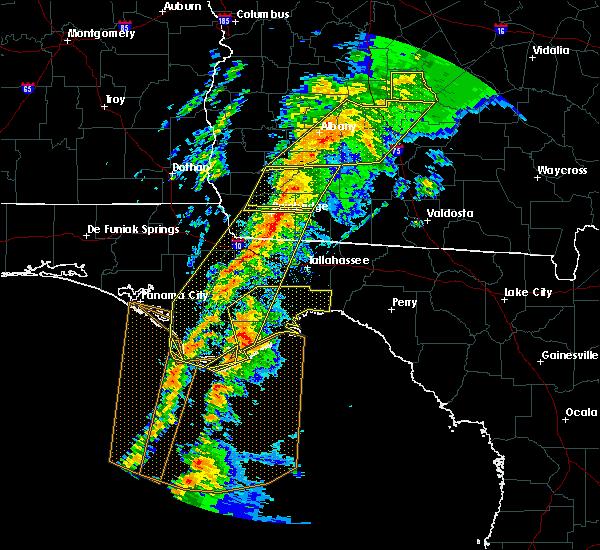 Radar Image for Severe Thunderstorms near Carrabelle, FL at 2/24/2016 2:32 AM EST
