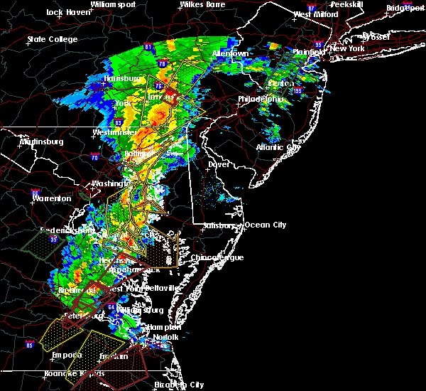 Radar Image for Severe Thunderstorms near Lexington Park, MD at 2/24/2016 7:47 PM EST