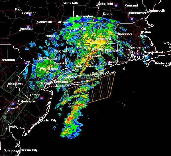 Radar Image for Severe Thunderstorms near Riverside, NY at 2/25/2016 1:22 AM EST