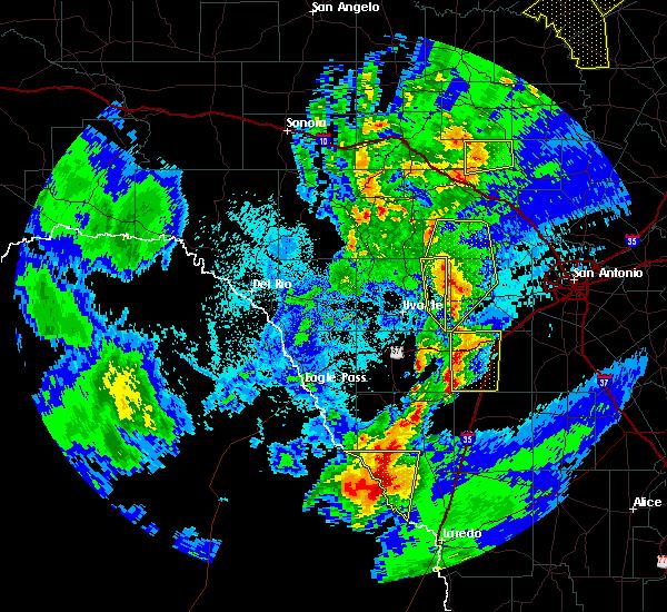 Radar Image for Severe Thunderstorms near Laredo, TX at 3/8/2016 9:14 PM CST