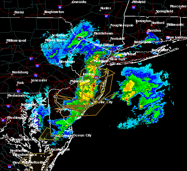 Radar Image for Severe Thunderstorms near Browns Mills, NJ at 4/3/2016 12:31 AM EDT