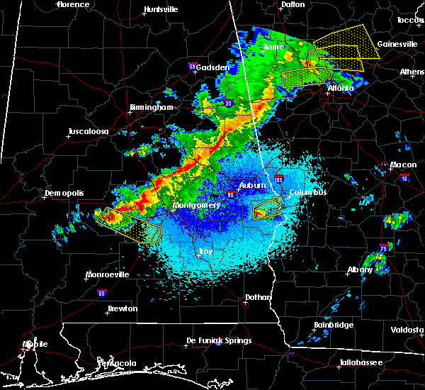 Radar Image for Severe Thunderstorms near Ladonia, AL at 4/6/2016 10:17 PM CDT