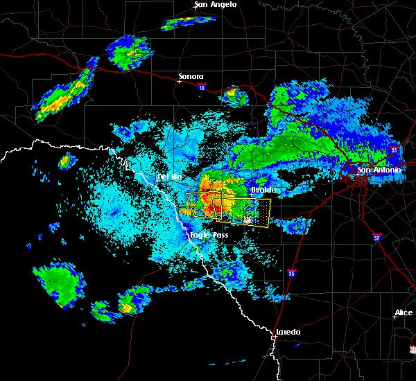 Radar Image for Severe Thunderstorms near Uvalde Estates, TX at 4/10/2016 9:20 PM CDT