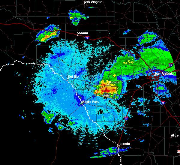 Radar Image for Severe Thunderstorms near Uvalde Estates, TX at 4/10/2016 10:01 PM CDT