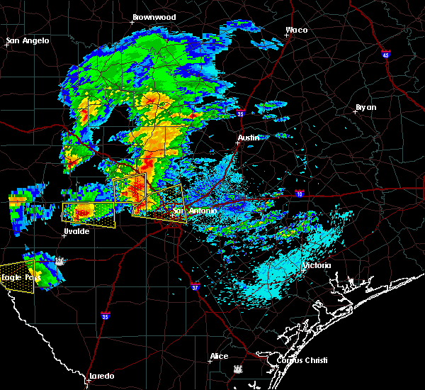Radar Image for Severe Thunderstorms near Alamo Heights, TX at 4/12/2016 9:05 PM CDT