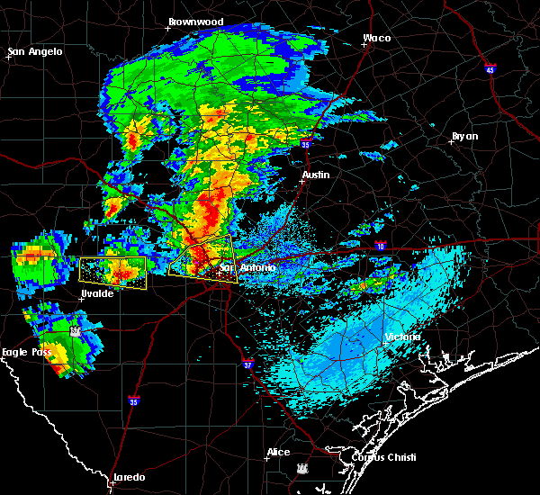 Radar Image for Severe Thunderstorms near Alamo Heights, TX at 4/12/2016 9:23 PM CDT