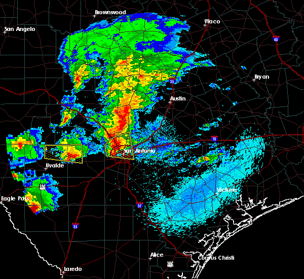 Radar Image for Severe Thunderstorms near Alamo Heights, TX at 4/12/2016 9:29 PM CDT