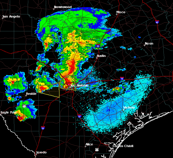 Radar Image for Severe Thunderstorms near Lakehills, TX at 4/12/2016 9:32 PM CDT