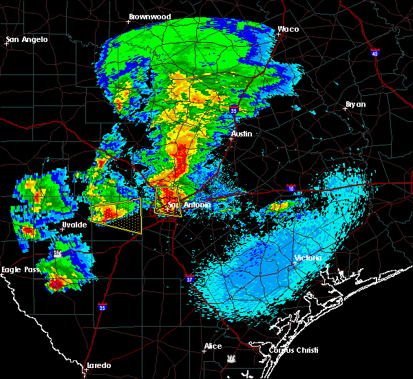 Radar Image for Severe Thunderstorms near Hollywood Park, TX at 4/12/2016 9:44 PM CDT