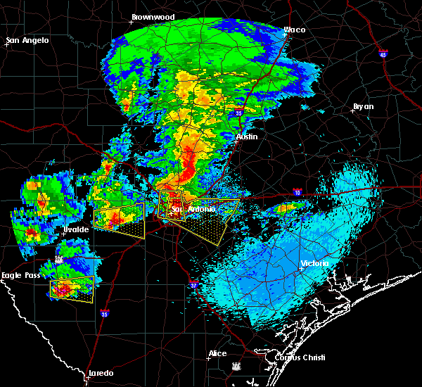 Radar Image for Severe Thunderstorms near Alamo Heights, TX at 4/12/2016 9:52 PM CDT