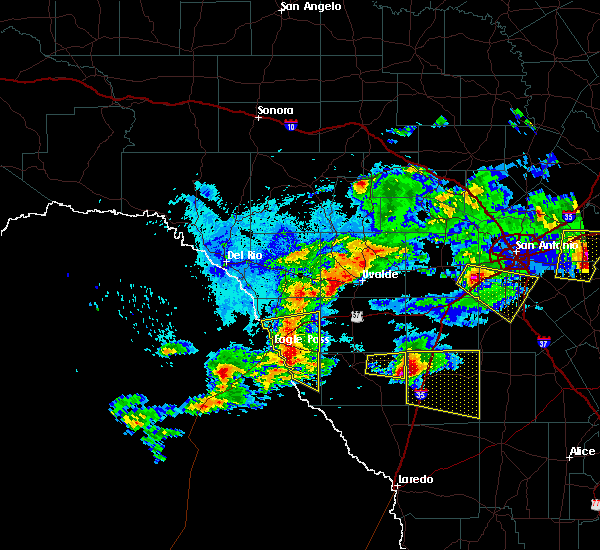 Radar Image for Severe Thunderstorms near Cotulla, TX at 4/12/2016 10:36 PM CDT