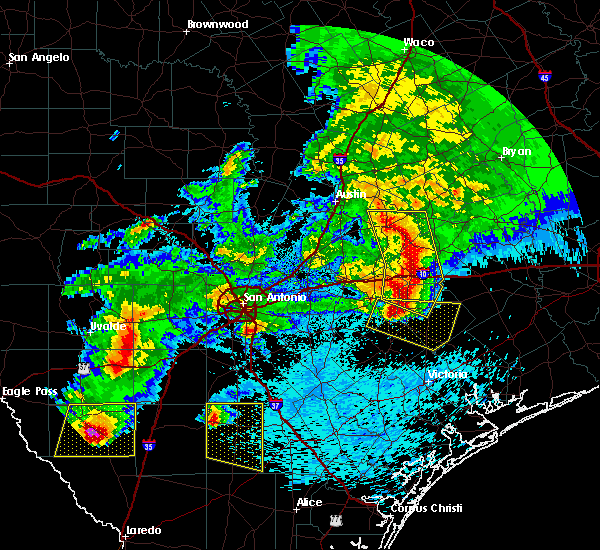 Radar Image for Severe Thunderstorms near Flatonia, TX at 4/12/2016 11:40 PM CDT