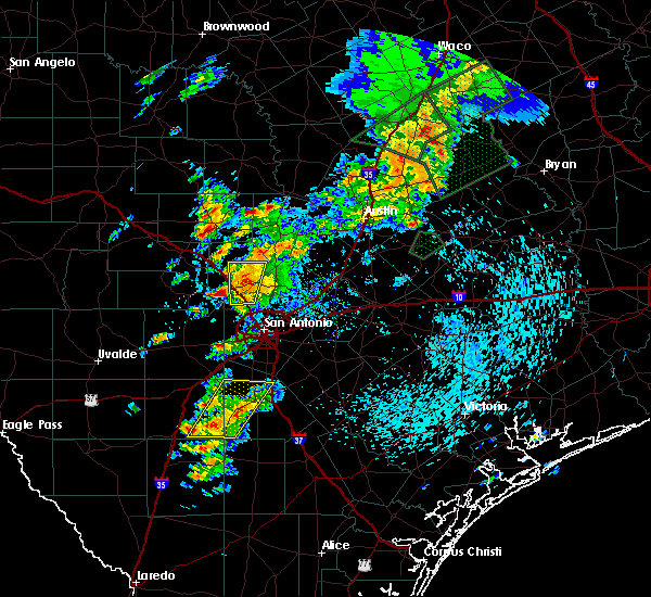 Radar Image for Severe Thunderstorms near Boerne, TX at 4/17/2016 5:16 PM CDT