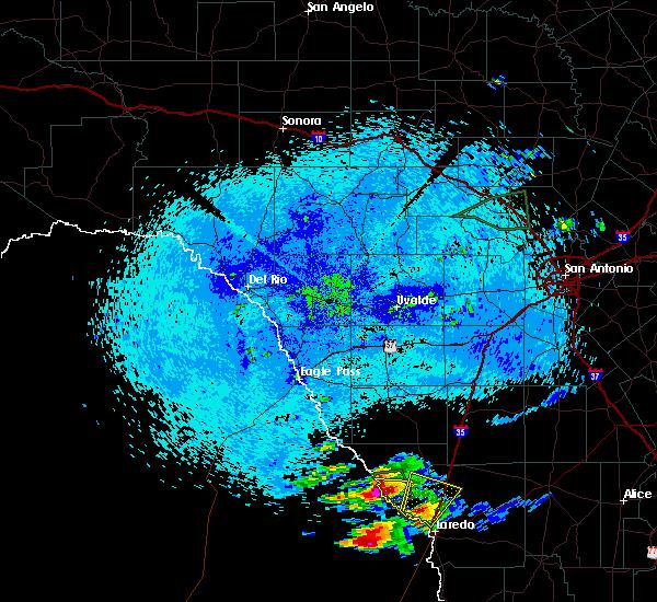 Radar Image for Severe Thunderstorms near Laredo, TX at 4/17/2016 11:09 PM CDT