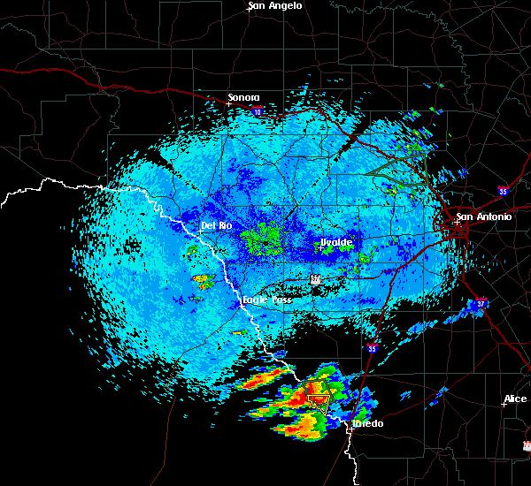 Radar Image for Severe Thunderstorms near Laredo, TX at 4/17/2016 11:37 PM CDT