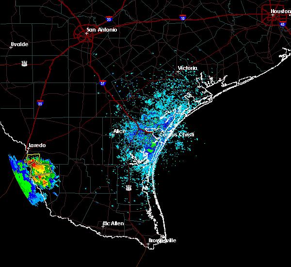 Radar Image for Severe Thunderstorms near El Cenizo, TX at 4/20/2016 8:30 PM CDT