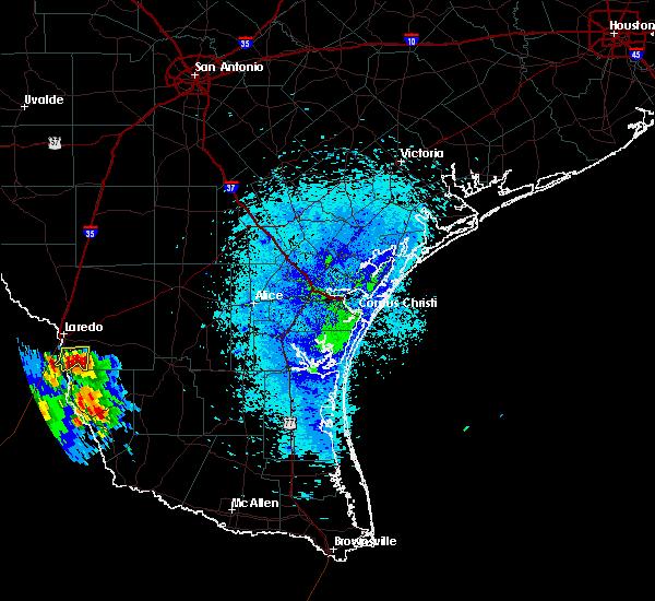 Radar Image for Severe Thunderstorms near El Cenizo, TX at 4/20/2016 8:49 PM CDT