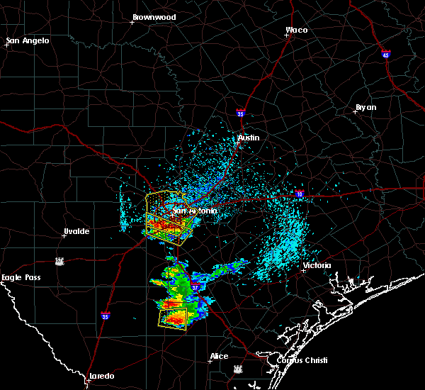 Radar Image for Severe Thunderstorms near Alamo Heights, TX at 4/25/2016 6:28 PM CDT