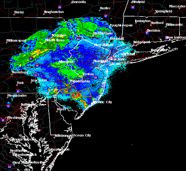 Radar Image for Severe Thunderstorms near Clayton, NJ at 4/26/2016 1:00 AM EDT