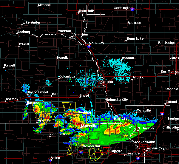 Radar Image for Severe Thunderstorms near Wymore, NE at 4/26/2016 5:45 PM CDT