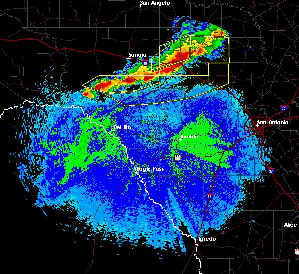 Radar Image for Severe Thunderstorms near Ingram, TX at 4/27/2016 12:24 AM CDT