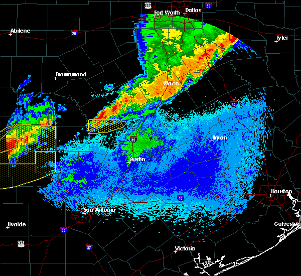 Radar Image for Severe Thunderstorms near Copperas Cove, TX at 4/27/2016 12:31 AM CDT
