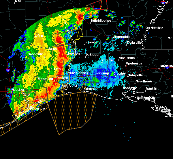 Radar Image for Severe Thunderstorms near Vidor, TX at 4/27/2016 6:45 AM CDT