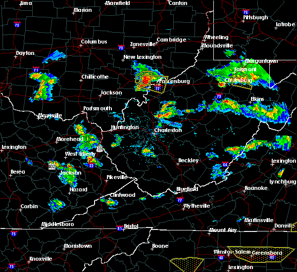 Radar Image for Severe Thunderstorms near Parkersburg, WV at 4/28/2016 6:00 PM EDT